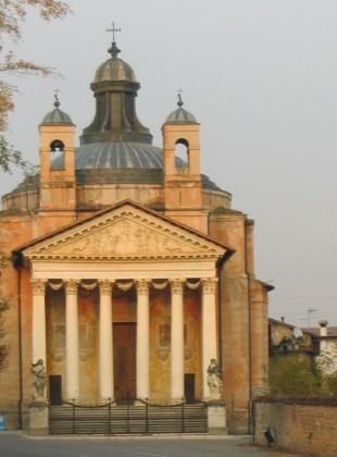 The chapel at the Villa Maser, a homage to the Pantheon, showing adaptation to circumstance.