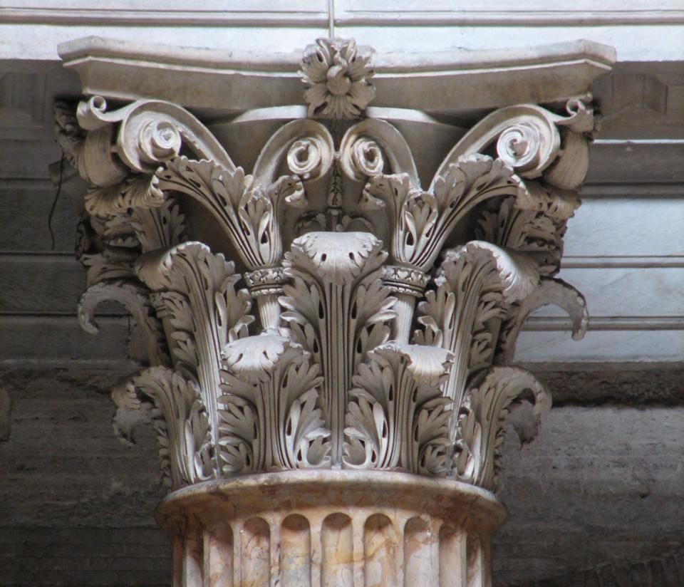 Corinthian capital from the Pantheon. Note the pronounced three-dimensionality of the individual leaves. [Image source]