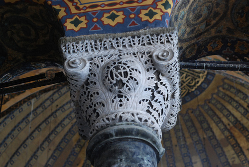 Composite capital at the Hagia Sophia. Note that the leaves are defined by a minimal carving out of their outline, preserving the overall bowl shape. [Image source]